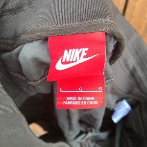 Nike Shorts - Nike mens L allover pattern print cargo shorts